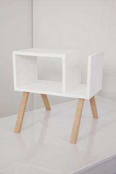 Les inspirations scandinaves sont partout ! Alors vous aussi, accordez votre intérieur aux tendances actuelles ! Pour cela, nous vous proposons de fabriquer votre propre table de chevet.