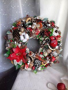 Christmas Wreaths, Christmas Decorations, Holiday Decor, Topiary, Home Decor, Decoration Home, Room Decor, Home Interior Design, Christmas Decor