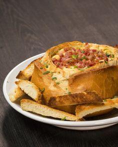 É sacanagem… | Batata, queijo e bacon dentro de um pão