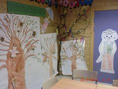 Hakkebakkeskogen som barna har malt, samlet blader til, og funnet materiale (et helt tre) til. Barna har også fargelagt Morten Skogmus og Bestemor Skogmus.