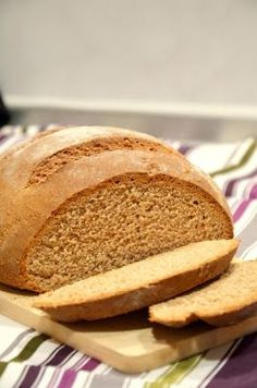 Szezámmagos tk tönkölycipó Food, Breads, Bread Rolls, Essen, Bread, Meals, Braided Pigtails, Yemek, Buns
