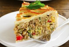 Placinta cu carne si legume | Qbebe.ro Vol Au Vent, Pastry And Bakery, Homemade Beauty Products, Appetisers, Morning Food, Lasagna, Quiche, Food And Drink, Pork