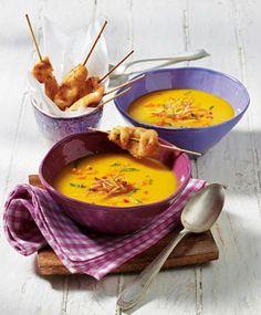 Kürbis-Kokos-Suppe und Hähnchenspieße