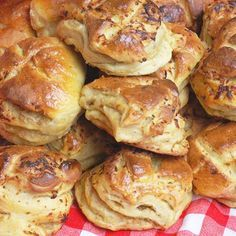 Ez a legfinomabb káposztás pogácsa Savory Pastry, Salty Snacks, World Recipes, Finger Foods, Food And Drink, Appetizers, Cooking Recipes, Yummy Food, Pizza