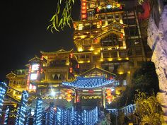 Hongya Cave in Chongqing, Hongyadong House On Stilts, Asian Architecture, Chongqing, Hayao Miyazaki, Great Night, Studio Ghibli, Empire State Building, Old Town, Beautiful Landscapes