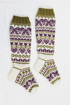 ystävänpäiväsukat Crochet Socks, Knitting Socks, Knit Crochet, Winter Socks, Thick Socks, Wool Socks, Knee Socks, Drops Design, Knitting Patterns