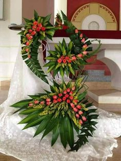 Birthday Songs, Happy Birthday, Flower Decorations, Table Decorations, Large Flower Arrangements, Altar Flowers, Big Vases, Arte Floral, Christmas Wreaths