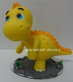 Dinosaur Cake Toppers, Dino Cake, Dinosaur Birthday Cakes, 3rd Birthday Cakes, Dinosaur Party, Cake Decorating For Beginners, Fondant Animals, Dragon Cakes, Baby Dinosaurs