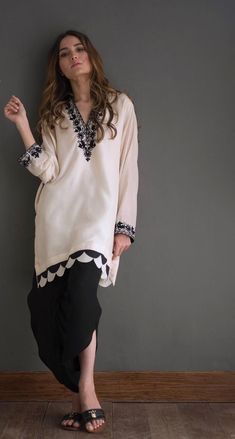 Traditional Pakistani Fashion Casual, Pakistani Dresses Casual, Indian Dresses, Asian Fashion, Traditional Fashion, Traditional Dresses, Kurta Designs, Blouse Designs, Stylish Dresses