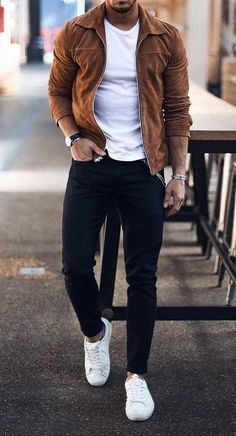 Cool Clean Look! Source by shirt outfit ideas fall Brown Leather Jacket Men, Vintage Leather Jacket, Lambskin Leather Jacket, Men's Leather, Classic Leather, Leather Jackets, Hip Hop Outfits, Best Fashion Schools, Men Accessories