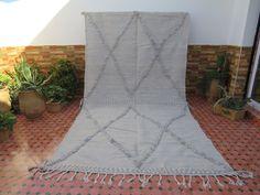 Authentique, Berber Rug, Kilim Rugs, Grey And White, Handmade Rugs, Vintage Antiques, Wool Rug, Bohemian Rug, Hand Weaving