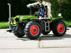 Lego Technic Claas Xerion by Mentalspagat, via Flickr