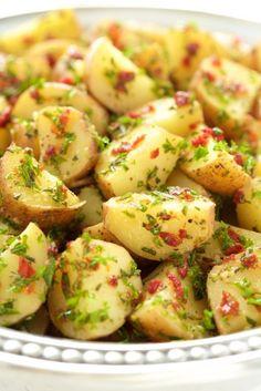 Lemon, Rosemary and Sundried Tomato Potato Salad - a simple, delicious, no Mayo potato salad that everyone loves! Potato Dishes, Potato Recipes, Vegetable Recipes, Veggie Food, Spinach Recipes, Rosemary Potatoes, Roasted Potatoes, Cooking Recipes, Healthy Recipes