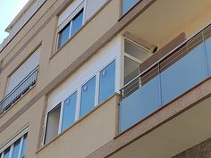 Ventanas oscilo-batiente serie STYLE 65 RPT, en lacado blanco con cristal bajo emisivo. Garage Doors, Outdoor Decor, Home Decor, Bass, Windows, Crystals, Decoration Home, Room Decor, Home Interior Design