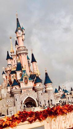 Ideas For Wallpaper Disney Castle Disneyland Paris Disney World Fotos, Disney World Pictures, Disney Parks, Disney Pixar, Disney Magic, Walt Disney, Disney Animation Studios, Chateau Disney, Disney Phone Wallpaper