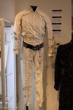 Michael Jackson Outfits, Michael Jackson Merchandise, Michael Jackson Costume, Look Vintage, Khaki Pants, Costumes, Blouse, Clothes, Tops
