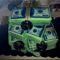 Money Cake... @Rebecca Howard this would be really cool!