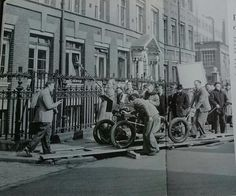 Found this pic of a film crew shooting The Man in the White Suit in 1951 - one of the many #Ealingcomedies