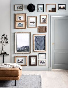 Home Interior Living Room Gallery Wall Inspiration Interior Living Room Gallery Wall Inspiration Look Vintage, Inspiration Wall, Decoration Table, Wall Decorations, My New Room, Frames On Wall, Wall Design, Living Room Designs, Bedroom Decor