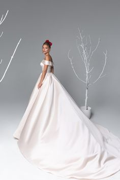 200 Off The Rack Bridal Gowns Clearance Images In 2020 Bridal Gowns Wedding Dresses Designer Bridal Gowns