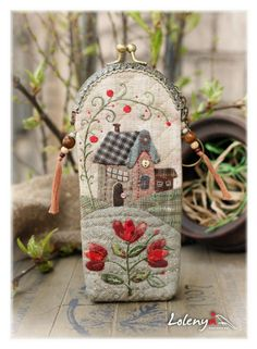 Cases for glasses - beautiful ideas Japanese Patchwork, Crazy Patchwork, Patchwork Bags, Quilted Bag, Wool Applique Patterns, Applique Quilts, Sewing Crafts, Sewing Projects, Boho Bags