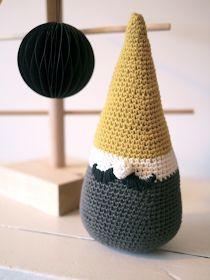 Kahden vaiheilla: Tonttu Crochet Pillow, Diy Crochet, Crochet Ideas, Xmas Crafts, Diy Crafts, Knitting Patterns, Crochet Patterns, Crochet Stars, Felt Christmas