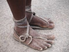 Ultrademus: Tire sandals, Jeans and Corn Drink