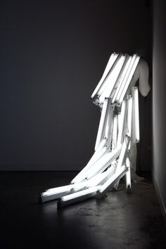 The man of the light, installation, polyester resin, steel, fluorescent light, 160 x 45 x 195 cm, 2007