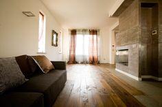 Rovere Antico Piallato a mano Honey ANTICO E' Produzione di pavimenti in legno antico e nuovo, boiseries, scale, battiscopa.