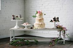 Spring wedding ideas | Photo by Berrett Photography | Read more - http://www.100layercake.com/blog/?p=72465
