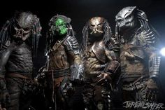 """Wanna join the posse? Pictured below: Eugene Frechette, Spencer Doe,Andrew Marzan, & Chris Du Bois @ the Rock & Shock """"Suits were built and painted by us. Just a small sample of love we have for Stan and his Legacy. Alien Vs Predator, Predator Costume, Predator Movie, Predator Alien, Art Alien, Science Fiction, Man In Black, Dragons, Alien Queen"""
