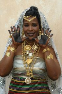 """A Djimini (Gour) bride from the Ivory Coast, Africa. Image included in the publication """"Arts au féminin en Côte d'Ivoire."""" (photograph by Viviane Froger Fortaillier) African Tribes, African Countries, African Women, African Wear, We Are The World, People Around The World, African Beauty, African Fashion, Berber"""