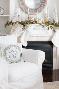 christmas mantel, white christmas decor, white and gold christmas, christmas decor Frosted Christmas Tree, Christmas Mantels, Christmas 2016, Christmas Christmas, Christmas Ideas, Christmas Decorations, Xmas, Holiday Decor, Romantic Shabby Chic