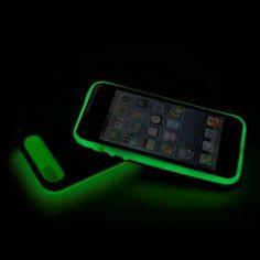 Med skalet iGlow hittar du enkelt mobilen i mörkret och skyddar på samma gång din telefon mot skador http://www.smartasaker.se/iglow.html