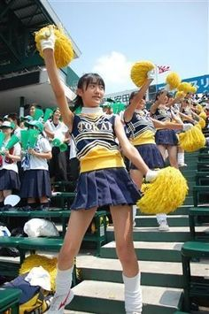 【高校野球2018夏】甲子園美女チアリーダー画像集(*´Д`)ハァハァ 【かわいいと話題】 - NAVER まとめ School Girl Outfit, Girl Outfits, Beautiful Japanese Girl, Girls Gallery, Japan Girl, Sport Girl, Female Athletes, Curves, Sports