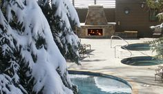 The Gant: The heated outdoor pools and hot tubs have gorgeous views of the mountains all around. #JSHotCold