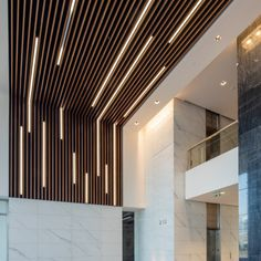 Nice Aesthetic False Ceiling Ideas Gracing Beautiful Decor of Modern Office Desi.- Nice Aesthetic False Ceiling Ideas Gracing Beautiful Decor of Modern Office Designs – Modern office designs showing artistic false ceiling decoration Image 45 Wood Slat Ceiling, Basement Ceiling Options, Wooden Ceilings, Wood Slats, Ceiling Decor, Basement Ideas, Basement Ceilings, Basement Kitchen, Ceiling Panels