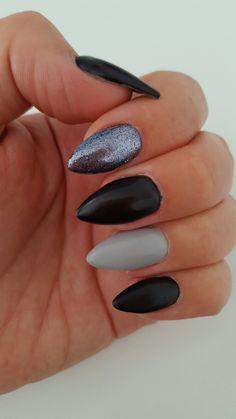 Stiletto nails, black/grey/glitter