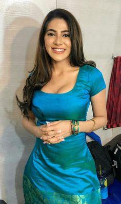 Sabyasachi Sarees, Indian Sarees, Pakistani, Asian Fashion, Fashion Beauty, Desi Girl Image, Indian Girls Images, Bollywood Girls, Beautiful Girl Image