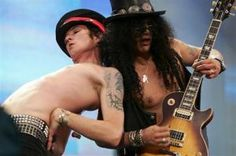 Scott Weiland Mulls Velvet Revolver Return, Slash Offers His Take Scott Weiland, Music Is Life, My Music, Saul Hudson, I Fall To Pieces, Velvet Revolver, Stone Temple Pilots, Cool Pops, Musicals
