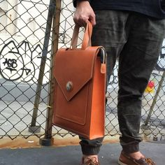 Custom-made leather backpack with handle  #leather #leatherbag #leathercraft #handcrafted #bag #handstitched #craft #lcm #手縫#皮具#革#backpack #leatherbackpack