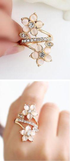 nice Gold Diamond Flowers Ring