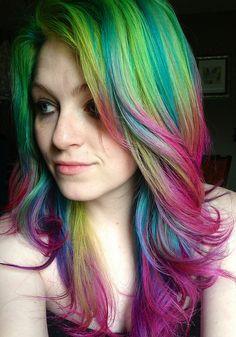 Arco ires no seu cabelo fica lindo mas, nem todos tem coragem.