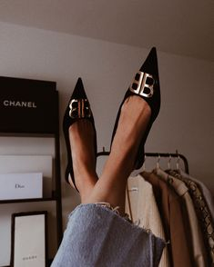 Just Balenciaga 💁 By Balenciaga Flats, Look Fashion, Fashion Shoes, Flats Outfit, Cinderella Shoes, Chanel, Glamour, Luxury Shoes, Bottega Veneta