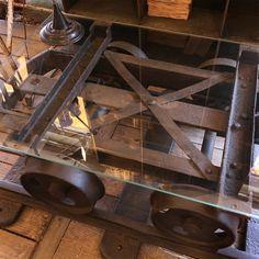 """Ancien wagonnet de mine transformé en table basse et revue """"Voie étroite"""" - Antiquités industrielles Laurent Ardonceau - L'ile aux brocantes"""