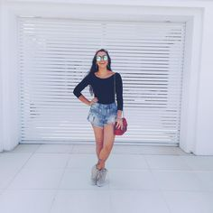 Look body preto e short jeans Denim Skirt, Jean Shorts, Look Body, Look Fashion, Youtubers, Snapchat, Mini Skirts, Instagram Posts, Outfits