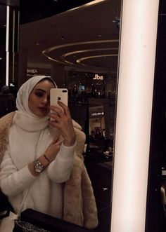 Girl Hijab, Hijab Outfit, Cute Muslim Couples, Hijab Fashionista, Girly Pictures, Cute Girl Photo, Mode Hijab, Winter Fashion Outfits, Girl Photos