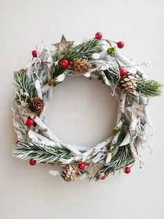 Pine cones and berries wreath, rustic Xmas wreath, wooden sticks wreath with pine cones, berries and Christmas Advent Wreath, Christmas Gift Decorations, Xmas Wreaths, Christmas Mood, Primitive Christmas, Primitive Crafts, Country Christmas, Christmas Snowman, Christmas Christmas