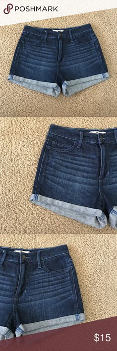 Hollister High Waisted Cuffed Jean Shorts A gently used dark wash pair of jean shorts by Hollister in a size 3/26. In a high rise style it has cuffed bottoms. Color:023  ✨ Ask me about free shipping! 💕 Always ships within 2 business day 🚫 I do not trade Hollister Shorts Jean Shorts