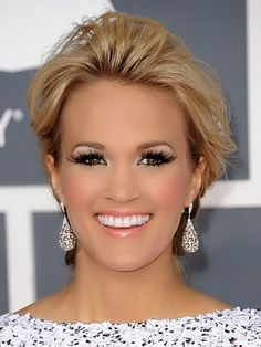 carrie underwood makeup, smaller lashes though lol